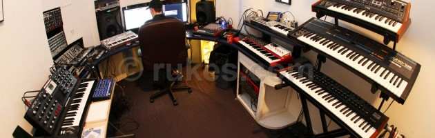 Deadmau5 shows us Synths and Studio